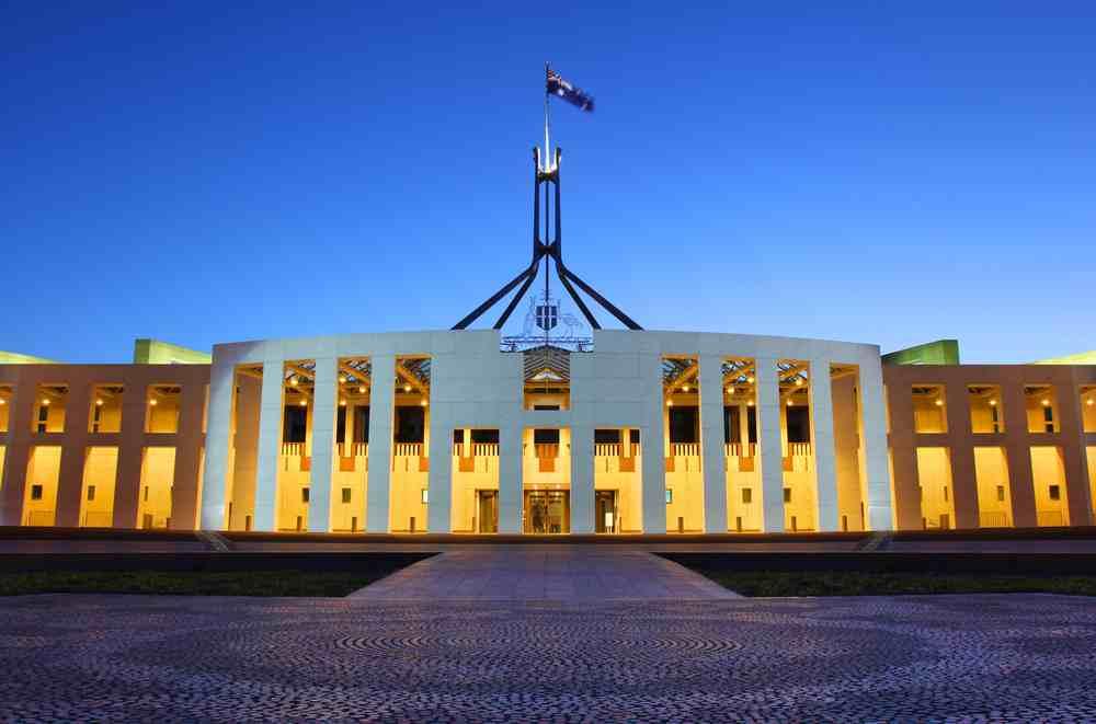 australian-governor-steps-down
