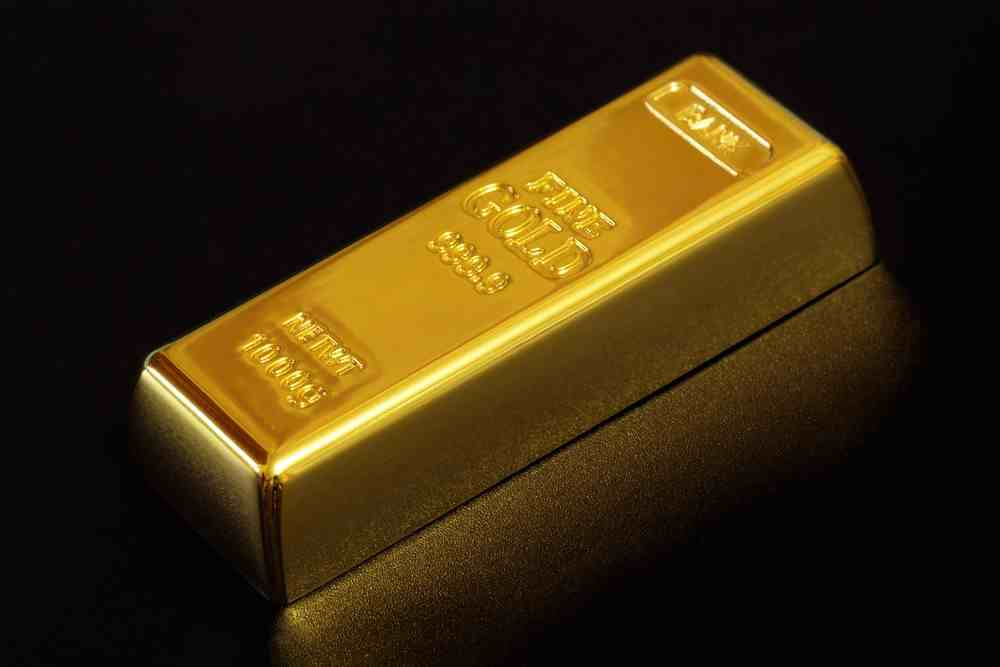 gold-holds-steady