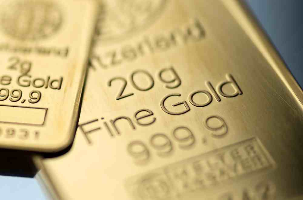gold-rises-to-1300-usd